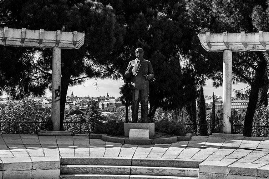 Monumento a Enrique Tierno Galván